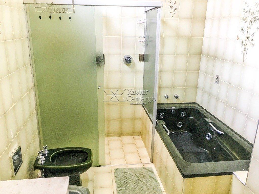 Banheiro suíte (Vista 1)